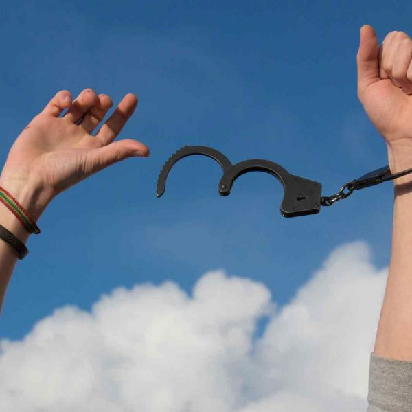 person breaking out of handcuffs