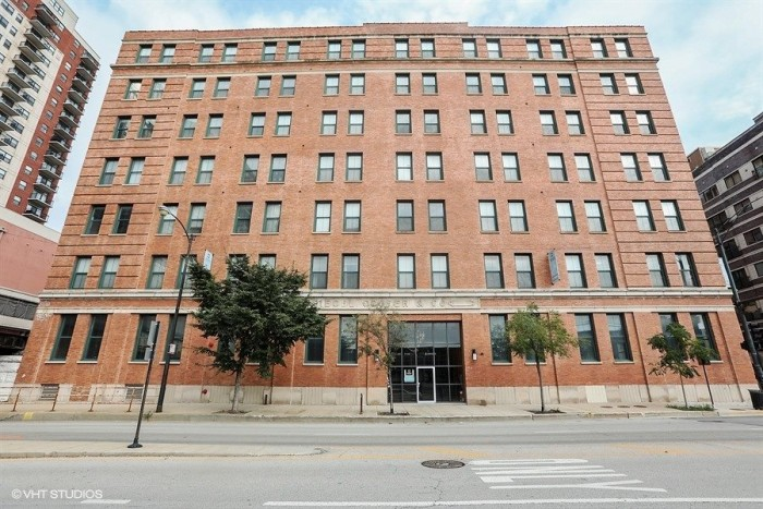 Carriage House Lofts apartments in Chicago, Illinois