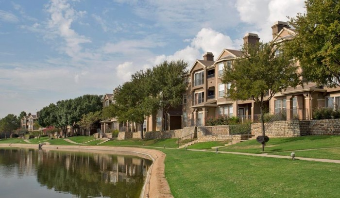 The Reserve on Willow Lake apartments in Fort Worth, Texas