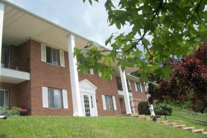 Monticello Village apartments in Athens, Ohio