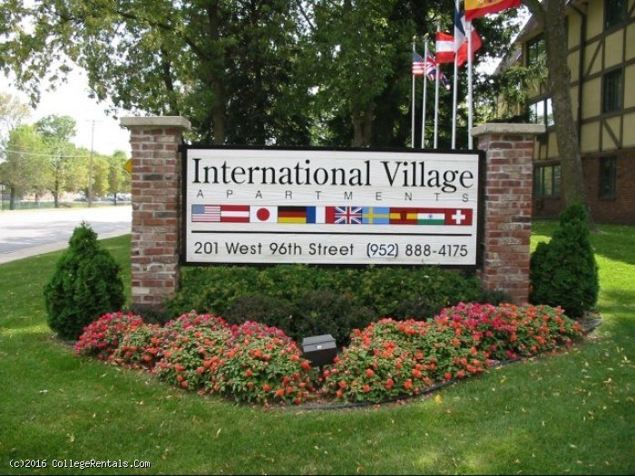 International Village Apartments In Bloomington Minnesota
