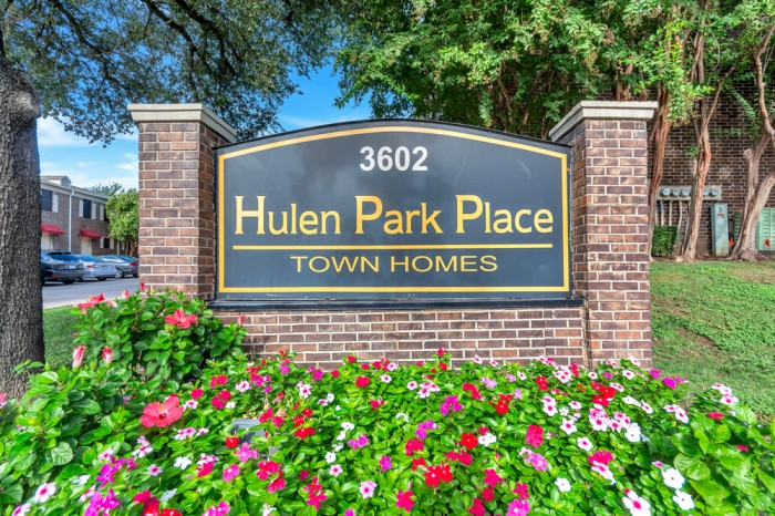 Hulen Place Apartments