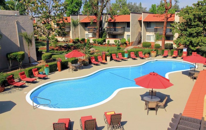 Campus Edge Fresno apartments in Fresno, California