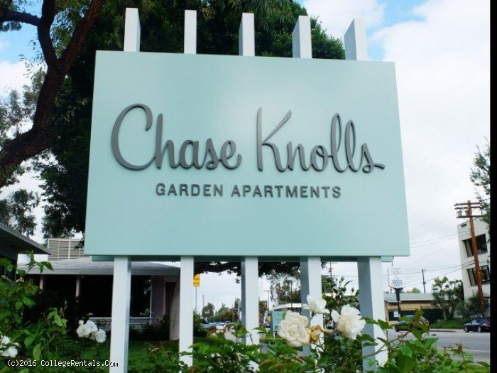 Chase Knolls apartments in Sherman Oaks, California