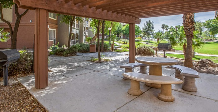Colonial Grand at Inverness Commons apartments in Mesa, Arizona