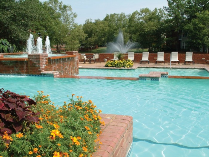 Vaughn Lakes apartments in Montgomery, Alabama