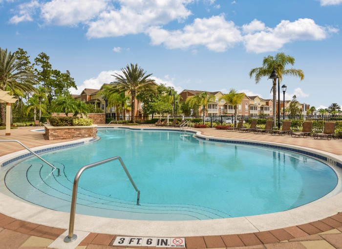 525 Avalon Park apartments in Orlando, Florida