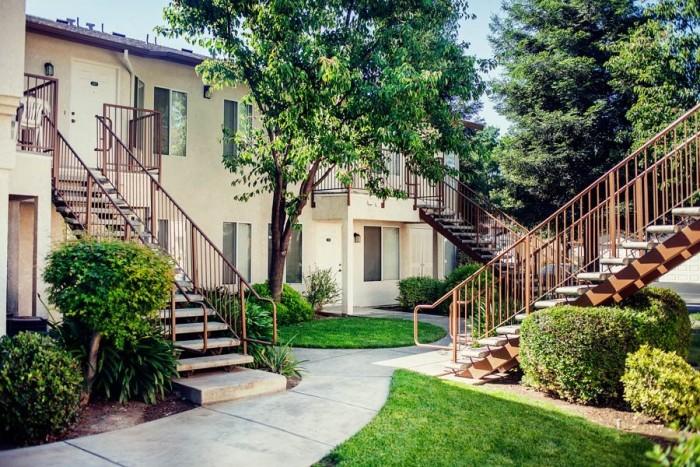 College Apartments Fresno Ca