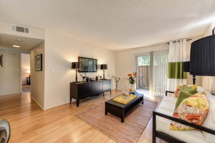 5 Living Rooms That Prove The Power Of Symmetry: Renaissance Park Apartments In Davis, California