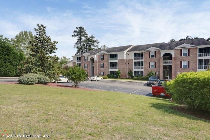 Tamarack On The Lake Apartments In Fayetteville North Carolina