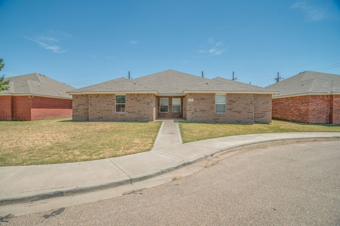 Lynnwood Townhomes apartments in Lubbock, Texas