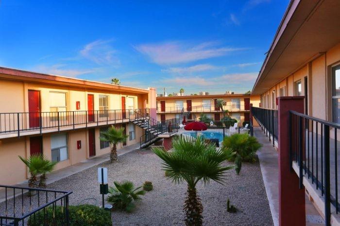 Alvernon Manor apartments in Tucson, Arizona