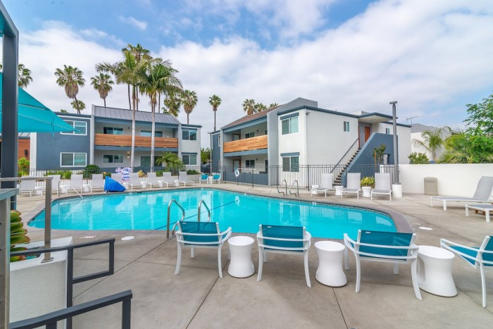 Beverly Plaza Apartments In Long Beach California