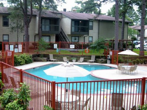 River Oaks apartments in Tyler, Texas