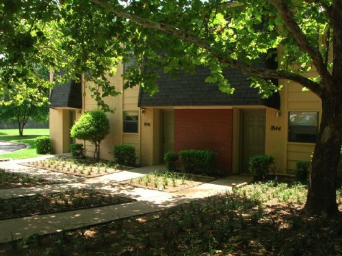 Summer Pointe apartments in Norman, Oklahoma