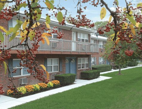Highland park apartments in edison new jersey for Raritan crossing apartments