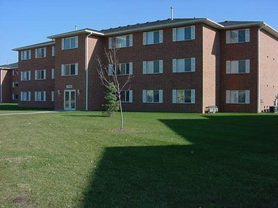 campus court apartments in cedar falls iowa