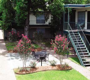 Acadian Gardens apartments in Lafayette, Louisiana