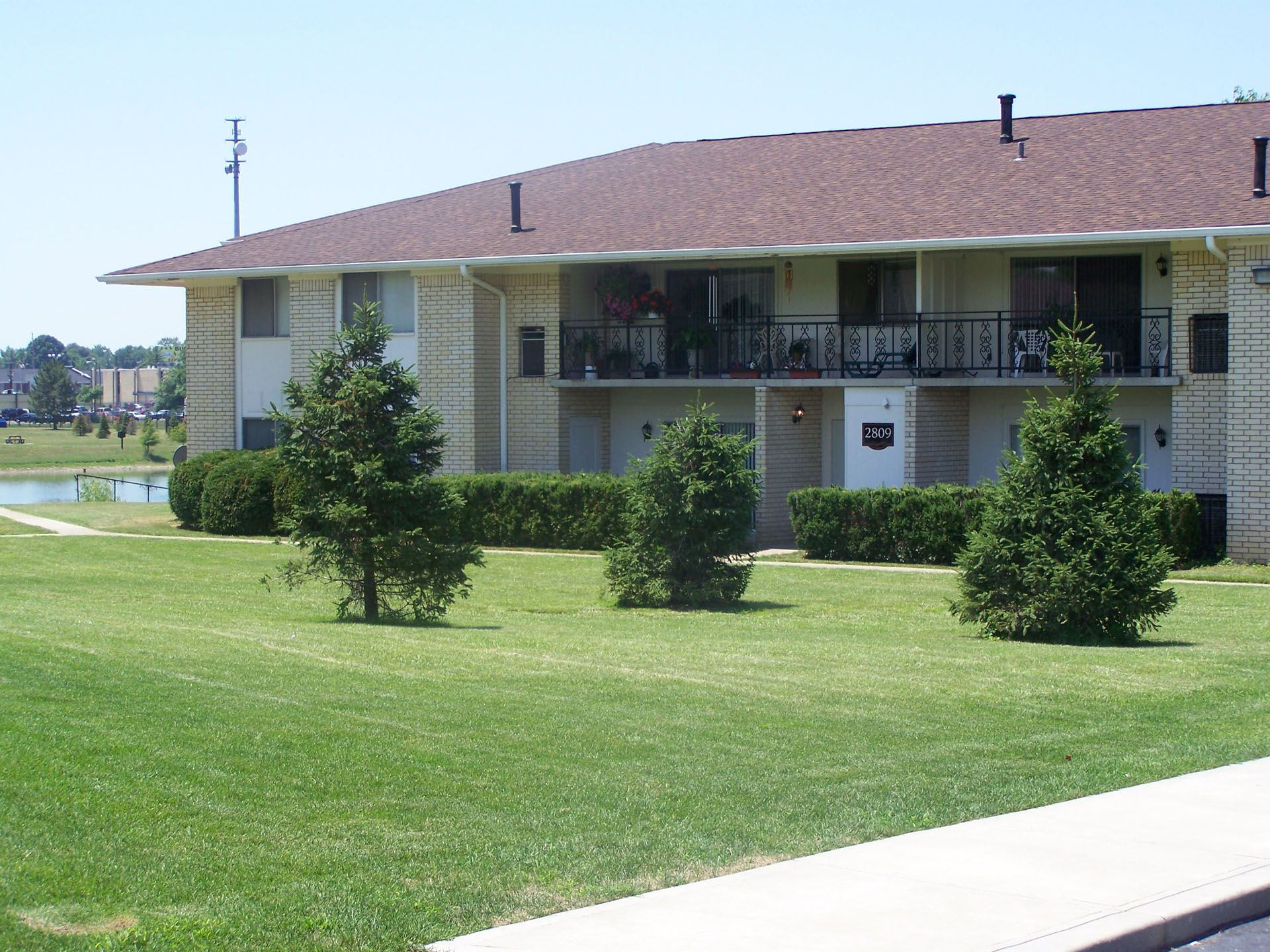 Willowbrook lake apartments in indianapolis indiana for 3 bedroom apartments indianapolis