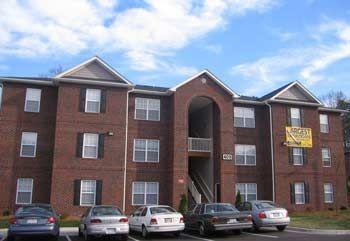 Campus edge apartments in greensboro north carolina for 3 bedroom apartments greensboro nc
