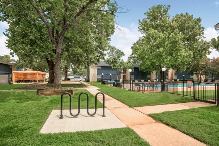 Charleston apartments in Norman, Oklahoma