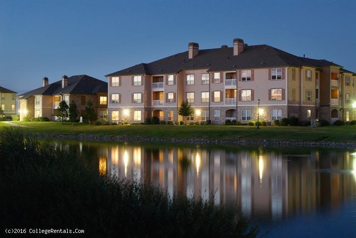 Lakecrest At Gateway Park Apartments In Denver Colorado