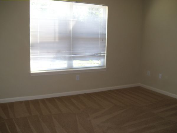 2nd large bedroom of 3bdm