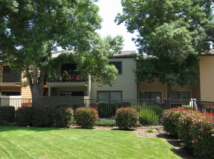 Meadow Lakes apartments in Modesto, California