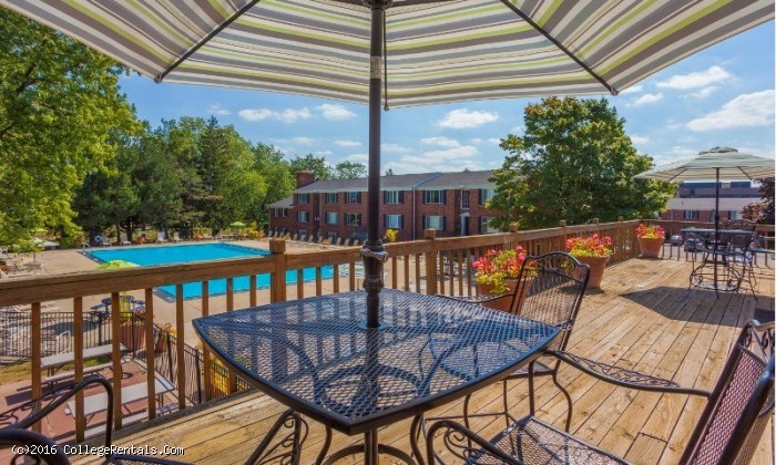 Independence Green apartments in Farmington Hills, Michigan